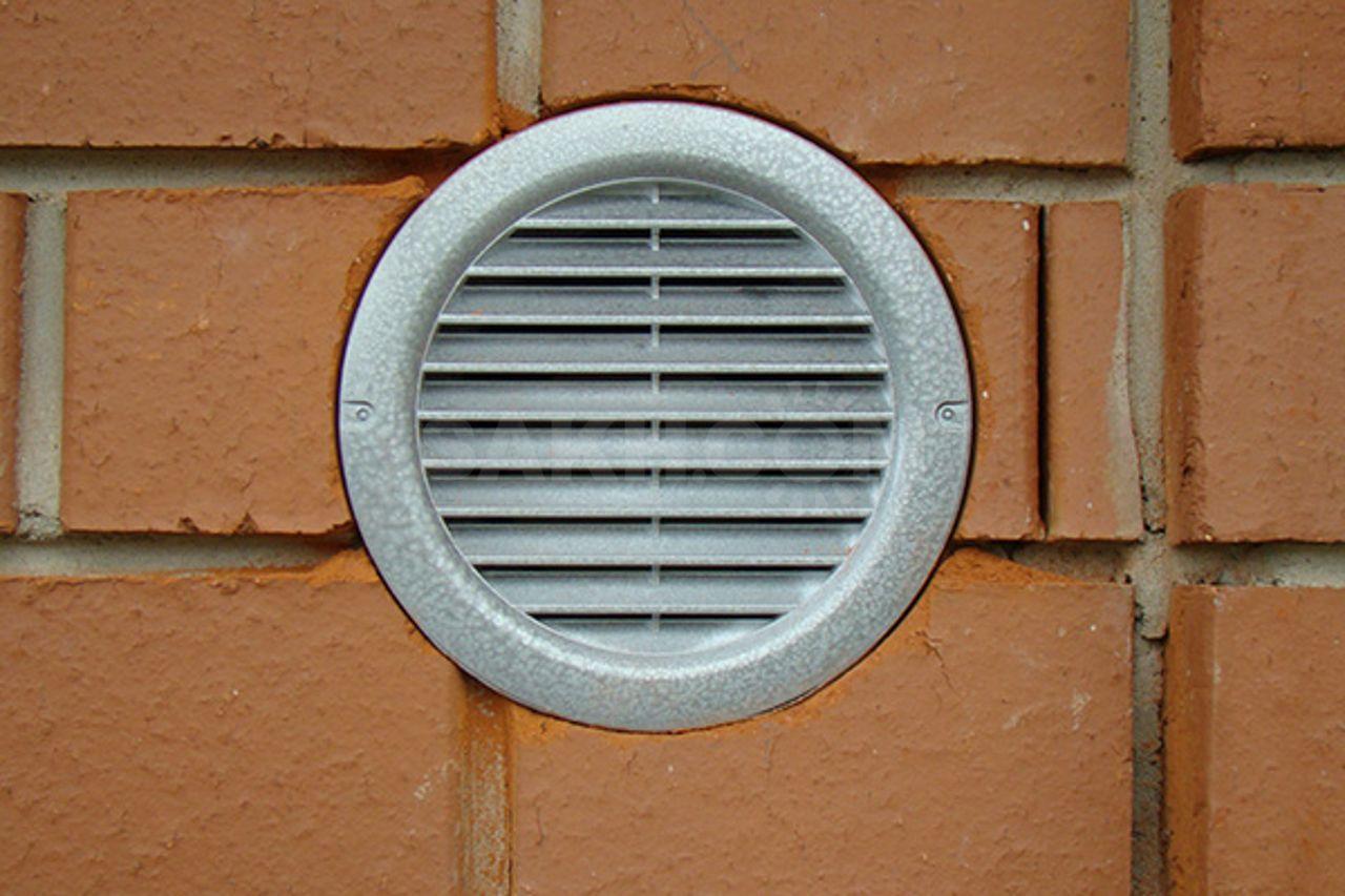 Преимущества установки вентиляционных решеток